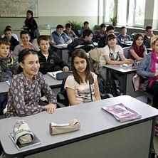 Министерството на образованието няма да съкращава учители