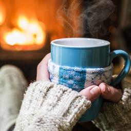 При кашлица и болки в гърлото, пийте топла вода